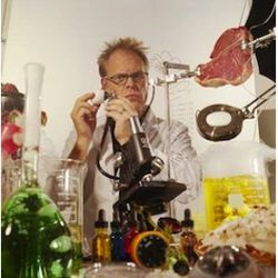 """<a href=""""http://eater.com/archives/2011/08/18/alton-brown-still-has-issues-with-molecular-gastronomy.php"""" rel=""""nofollow"""">Alton Brown Still Has Issues With Molecular Gastronomy</a><br />"""