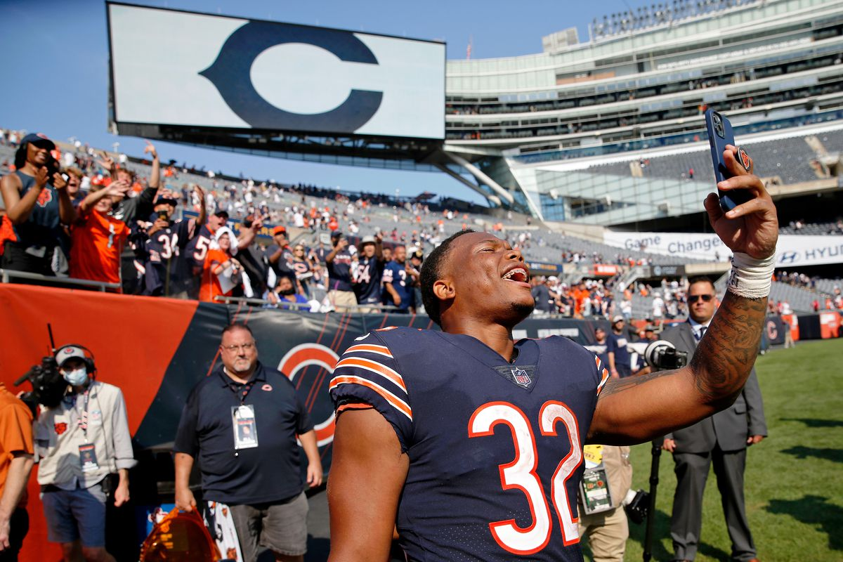 NFL: Cincinnati Bengals at Chicago BearsChicago Bears running back David Montgomery (32) celebrates with fans after their 20-17 win over the Cincinnati Bengals at Soldier Field