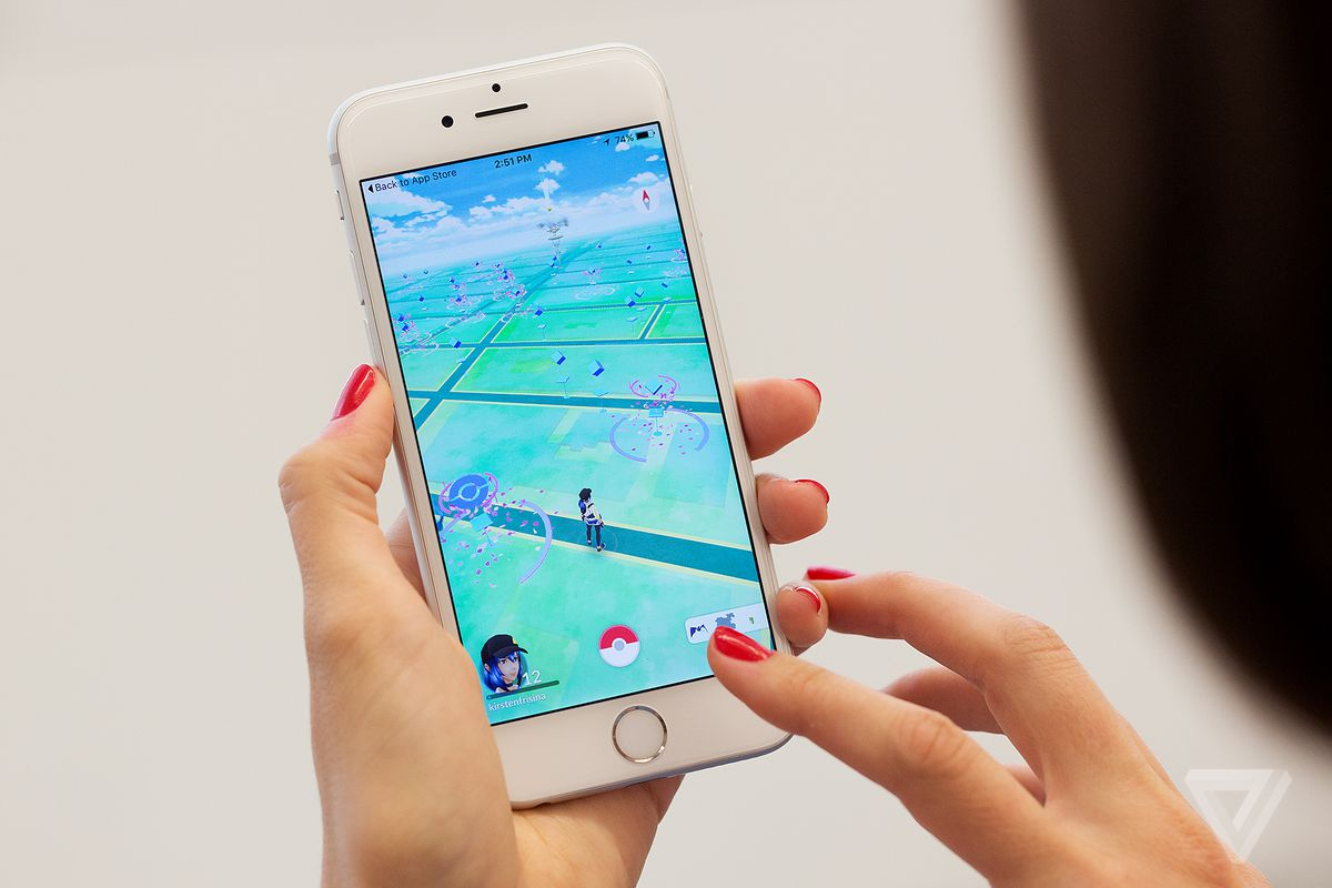 Pokémon Go will incentivize players to pick up trash on Earth Day
