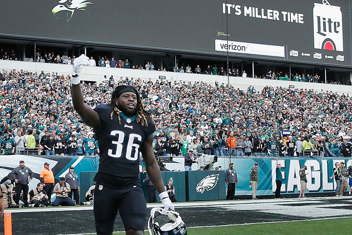 233f65e7fb6 Jay Ajayi makes strong first impression in Philadelphia Eagles debut (WATCH)