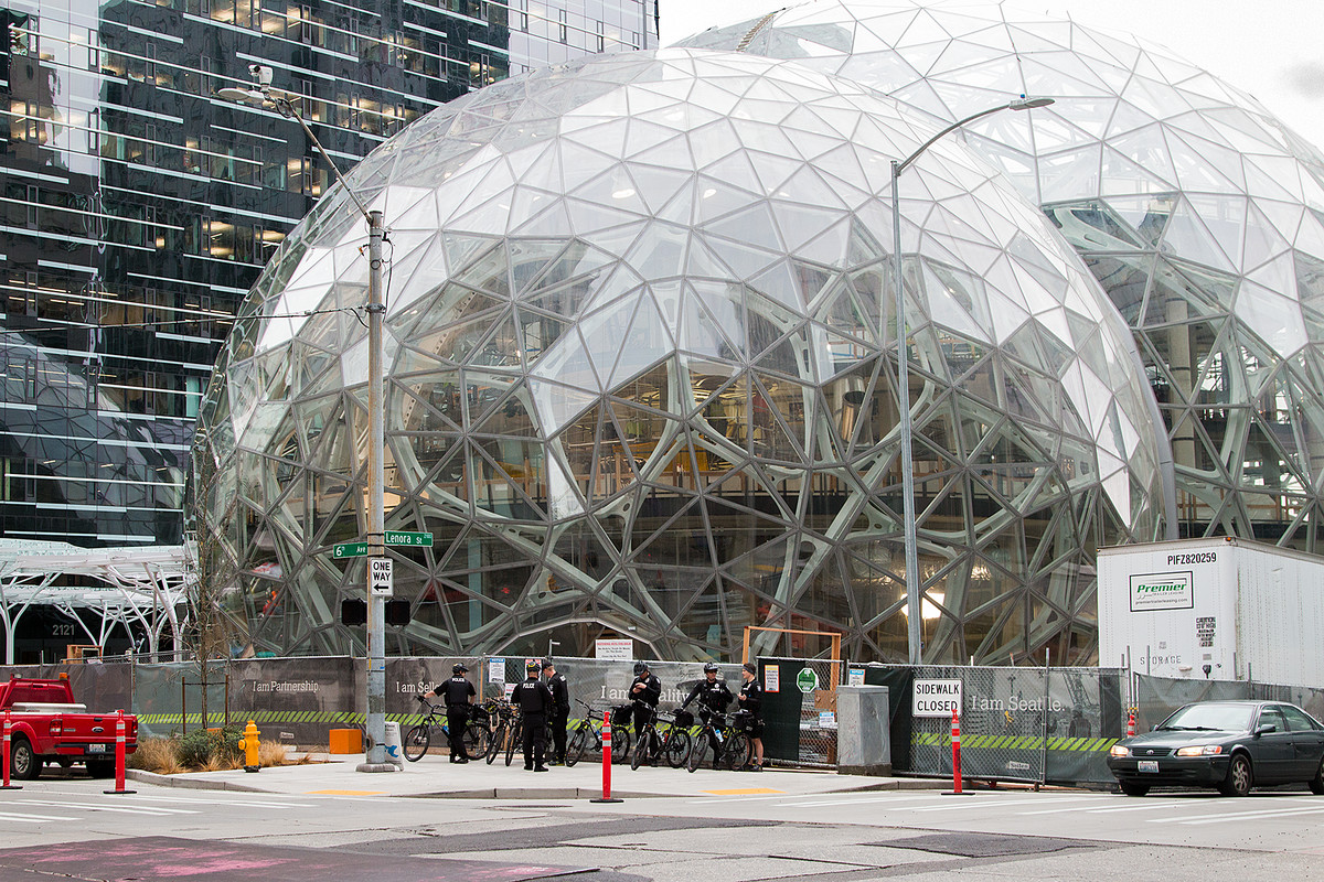 100+ cities compete for Amazon's HQ2