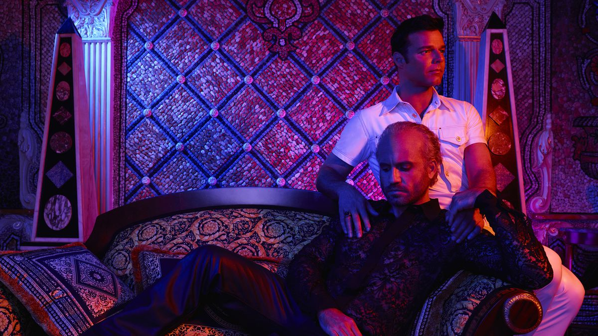 Édgar Ramírez as Gianni Versace and Ricky Martin as Antonio D'Amico in The Assassination of Gianni Versace: American Crime Story.