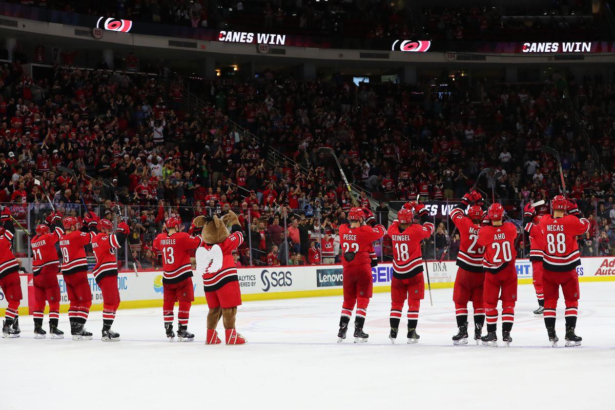 NHL: OCT 26 Blackhawks at Hurricanes