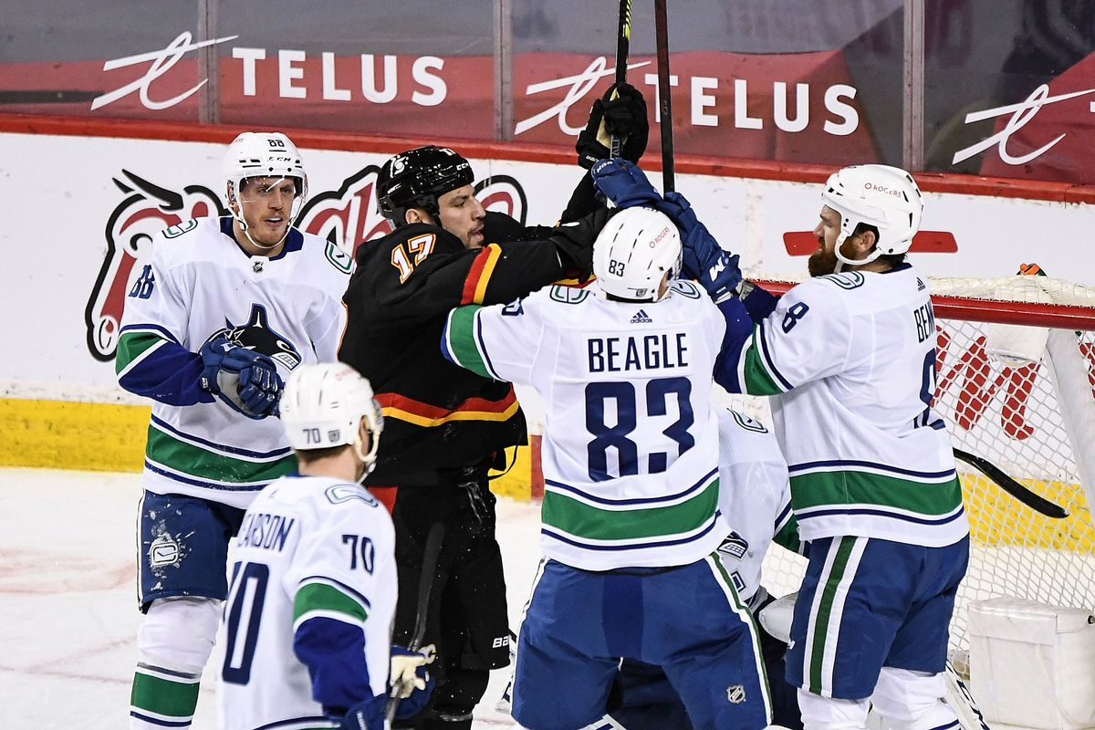 NHL: FEB 17 Canucks at Flames