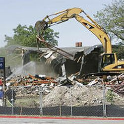Demolishing the old alumni building