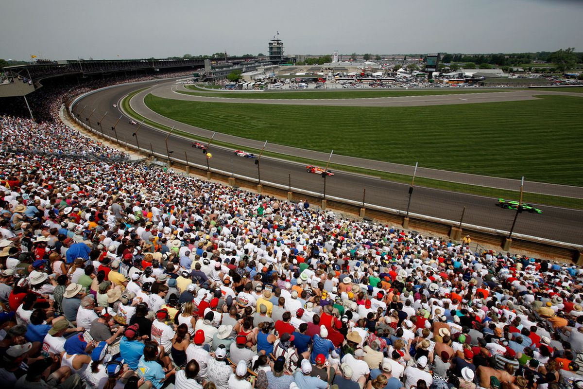 INDIANAPOLIS, IN - MAY 29:  A general view of cars racing during the IZOD IndyCar Series Indianapolis 500 Mile Race at Indianapolis Motor Speedway on May 29, 2011 in Indianapolis, Indiana.  (Photo by Jonathan Ferrey/Getty Images)
