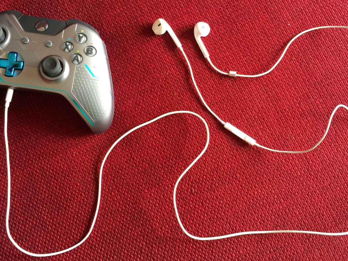 Here S How To Use Apple Headphones On Your Xbox One Controller Polygon
