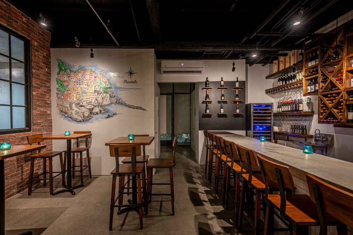 Enoteca 5's interior dining area and bar