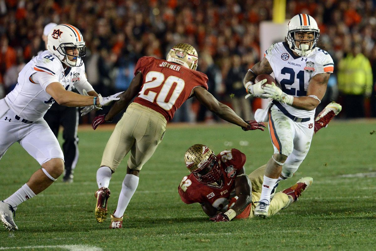 Tre Mason eludes LaMarcus Joyner and Telvin Smith to score a touchdown in the BCS Championship