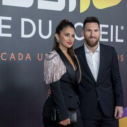 Lionel Messi and Antonella pose on the red carpet