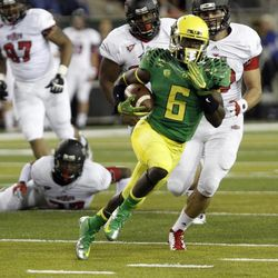 Oregon running back De'Anthony Thomas outruns a score of Arkansas State defenders on his way to a touchdown during the first half of their NCAA college football game in Eugene, Ore., Saturday, Sept. 1, 2012.
