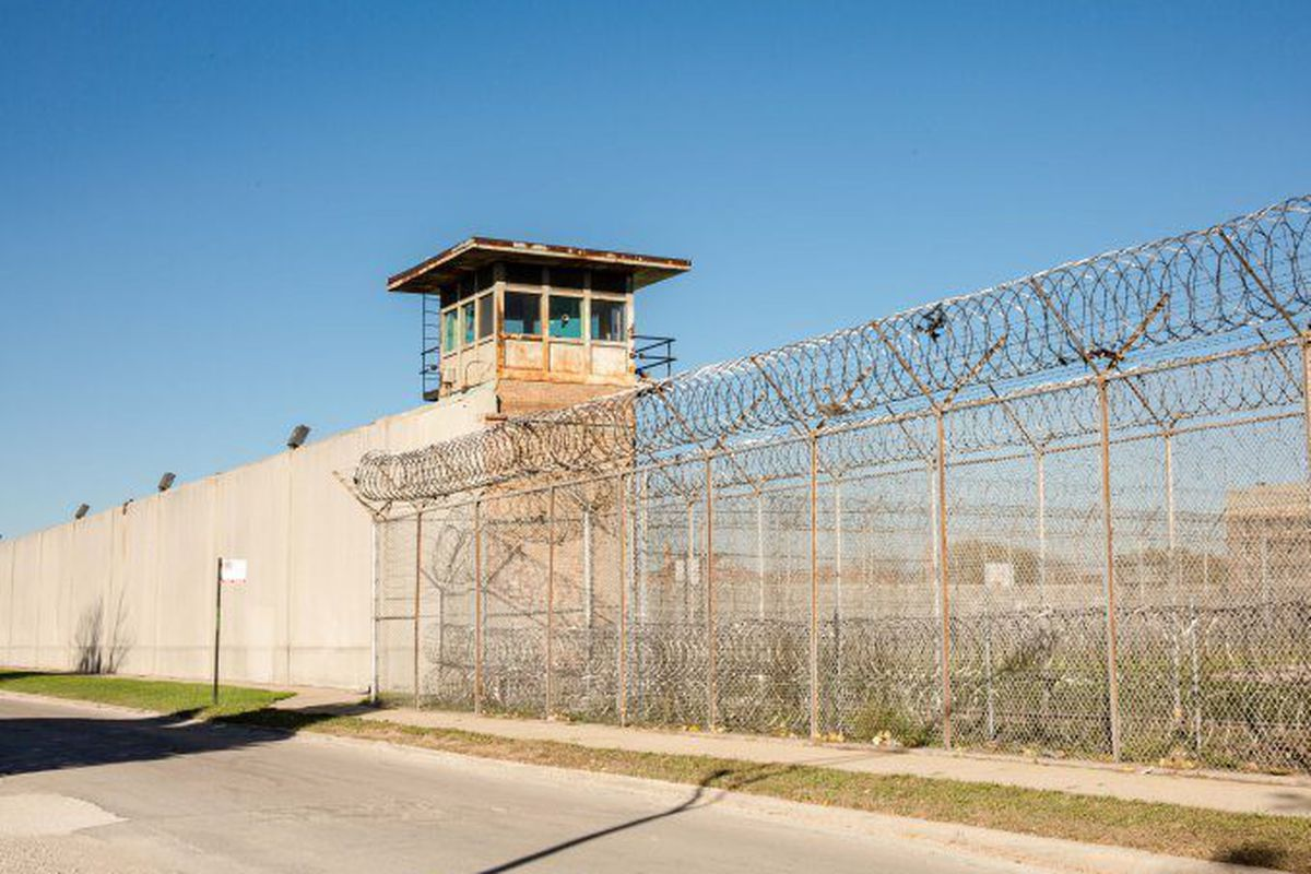 Bond court reforms lead to record-low inmate count in Cook