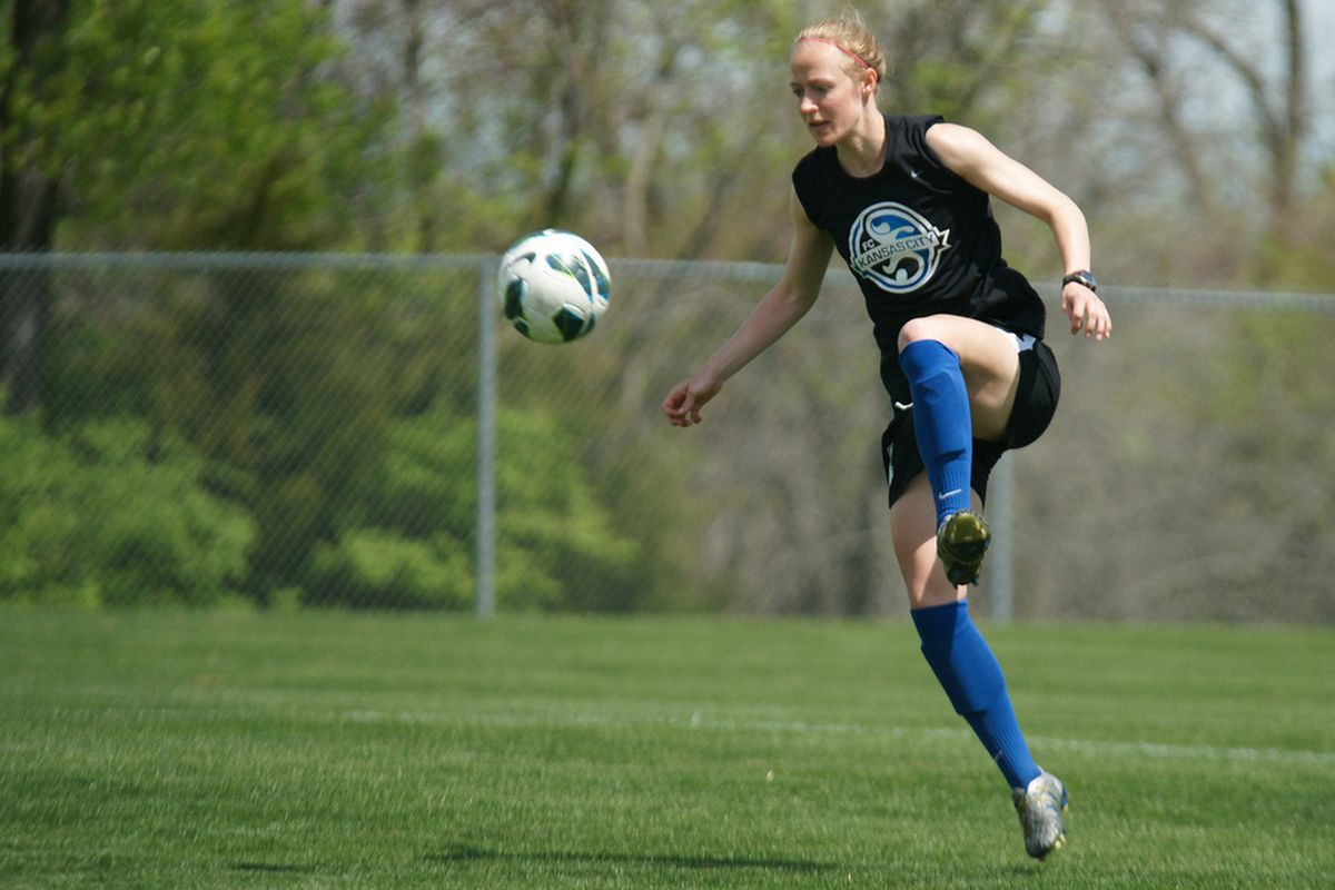 Becky Sauerbrunn looks ready to go after missing last match