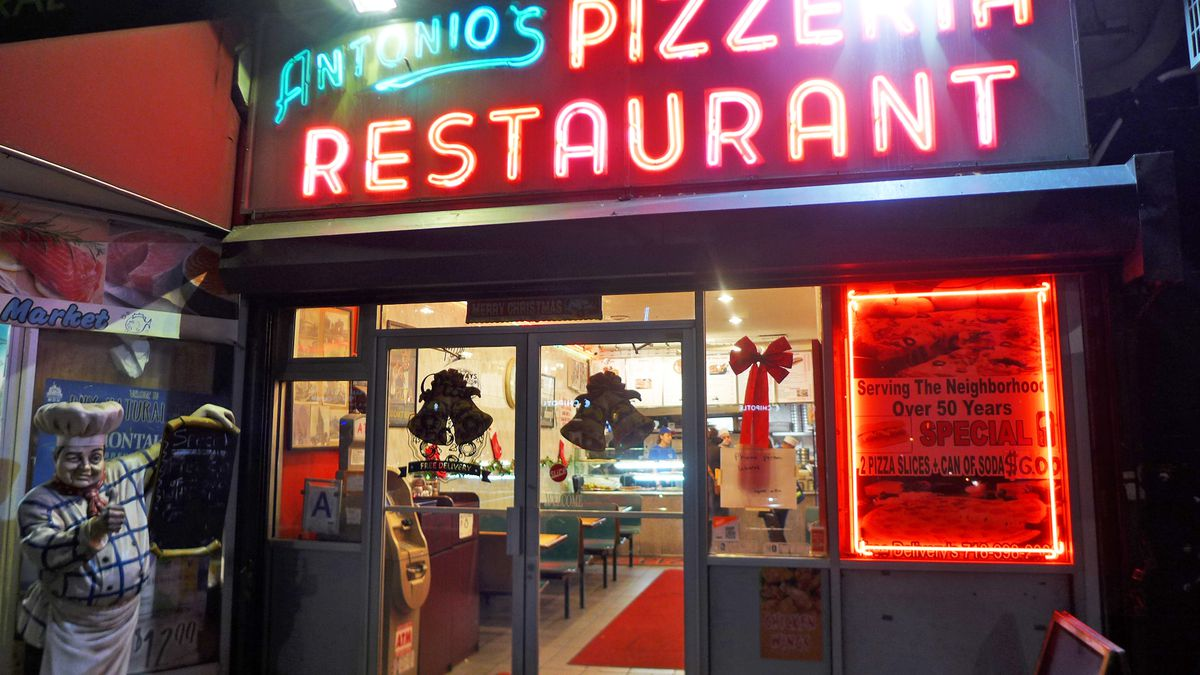 When you're hungry, Antonio's in the evening is a lovely sight.