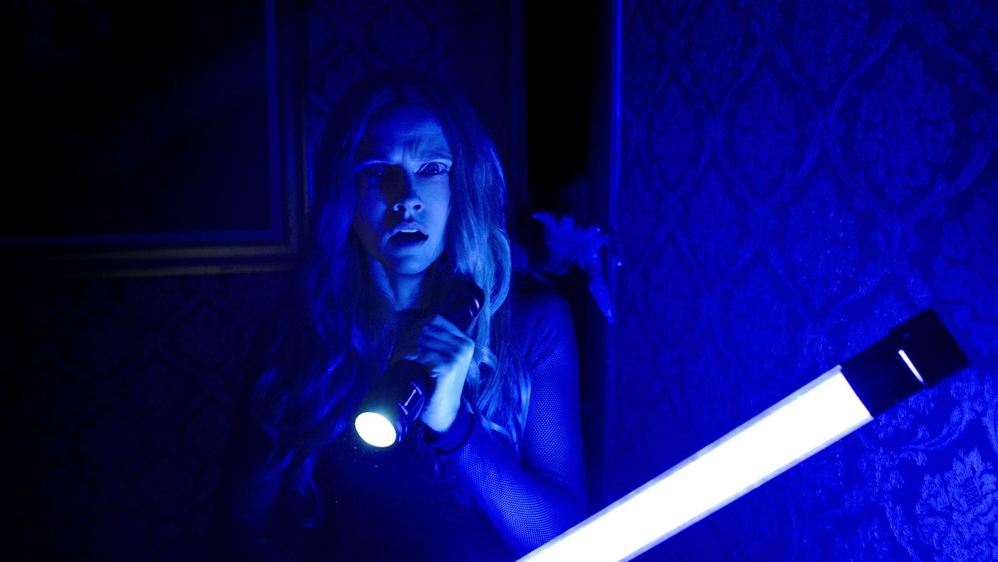Lights Out Is The Brilliantly Scary