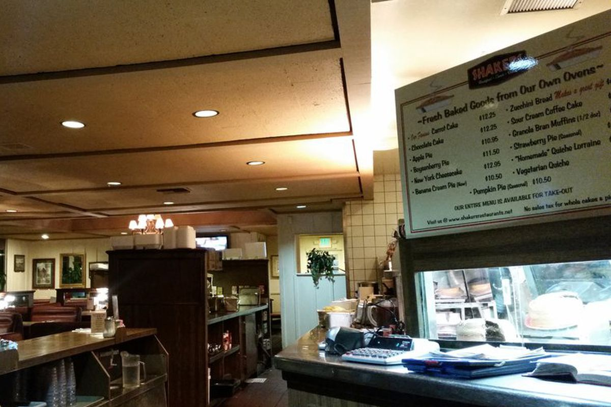 Glendale S Iconic Shakers Diner Has Closed After 43 Years