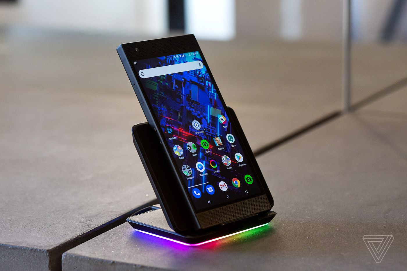 Razer Phone 2 review: it glows, but it doesn't shine - The Verge