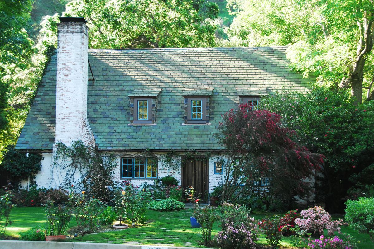 Postcard pretty Glendale cottage featured in Westworld lists for