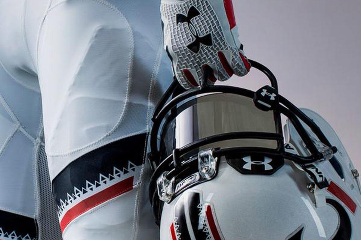quality design 5c197 e097f Cincinnati Bearcats Reveal New White Under Armour Uniforms ...