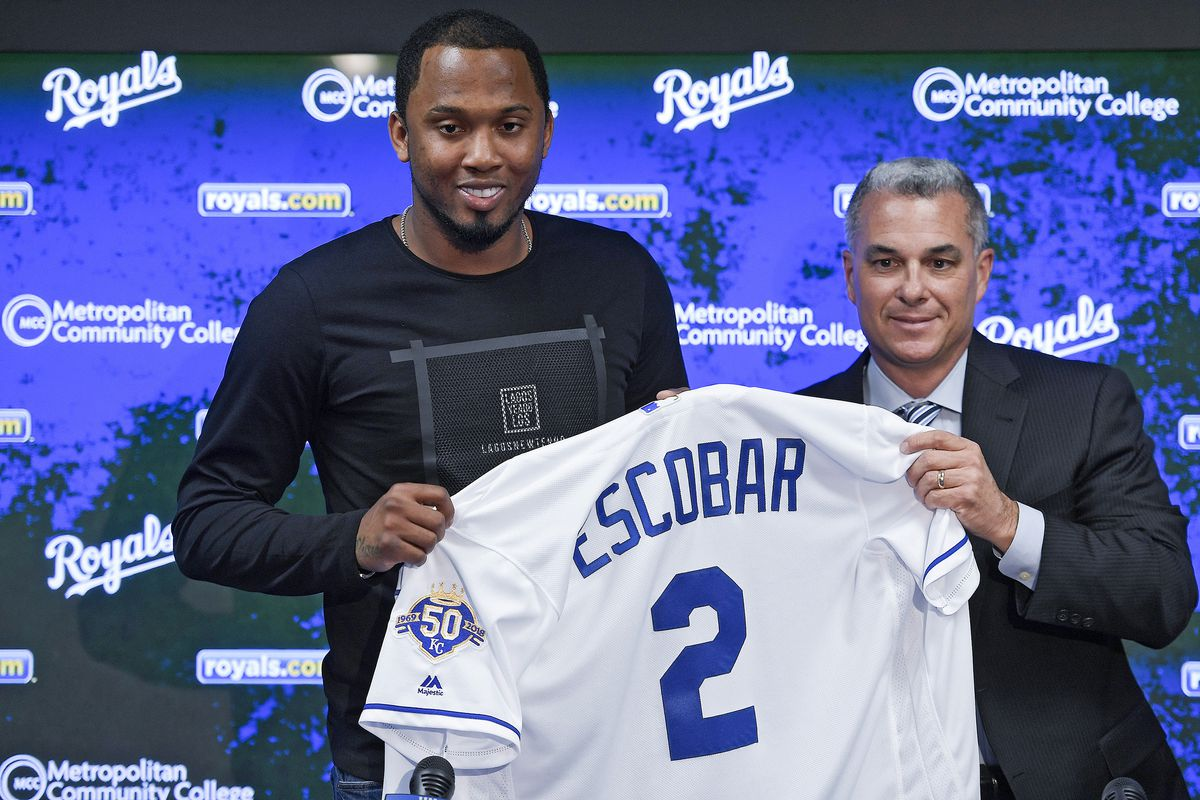 Shortstop Alcides Escobar returns to Royals on one-year contract