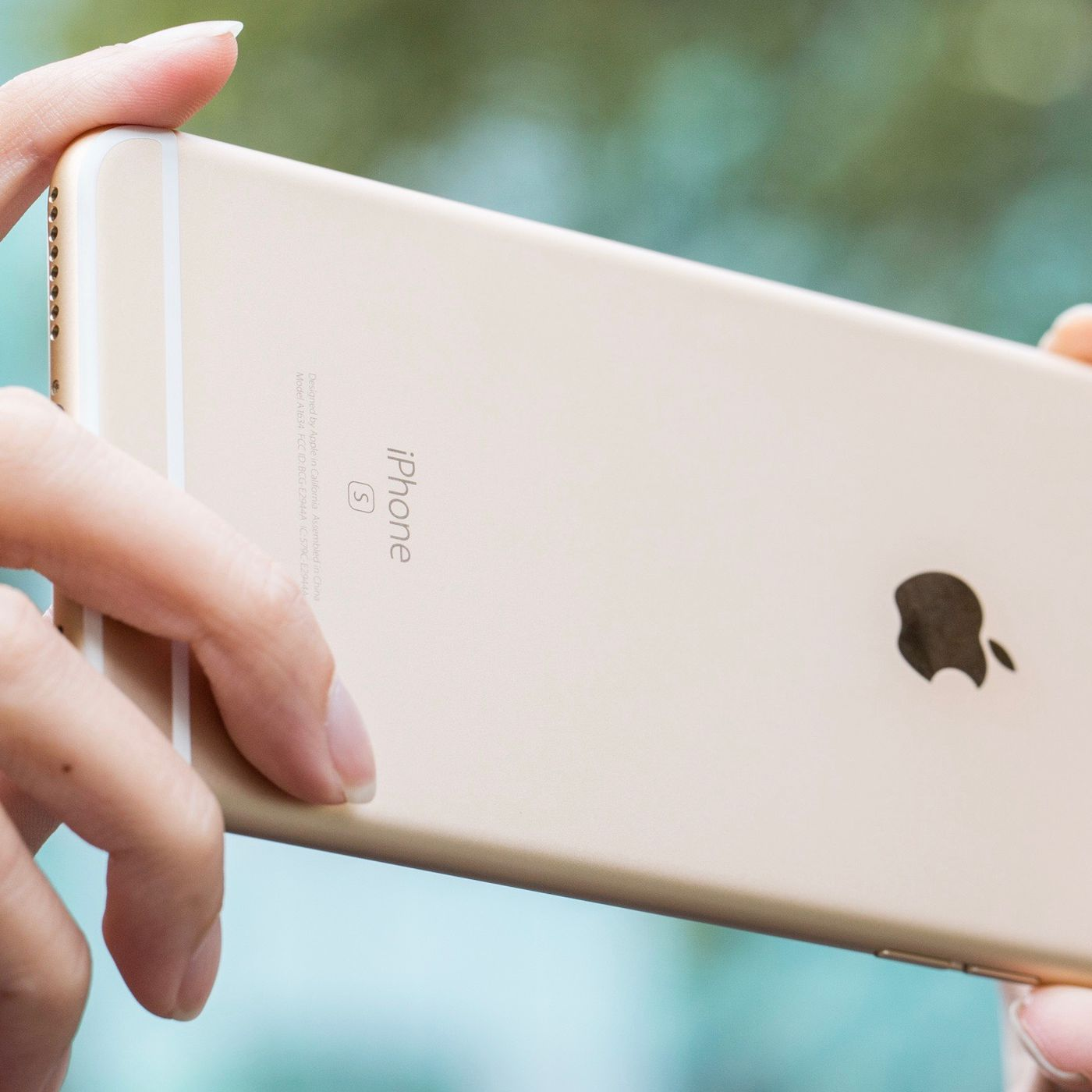 Apple now has a free repair program if your iPhone 6S won't turn ...