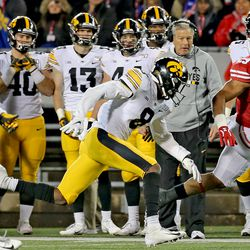 Following the failed 2 point conversion by Iowa, UW tailback Jonathan Taylor took over the 4 th quarter.