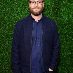Seth Rogen doubling up on blue on the red carpet. He knows...