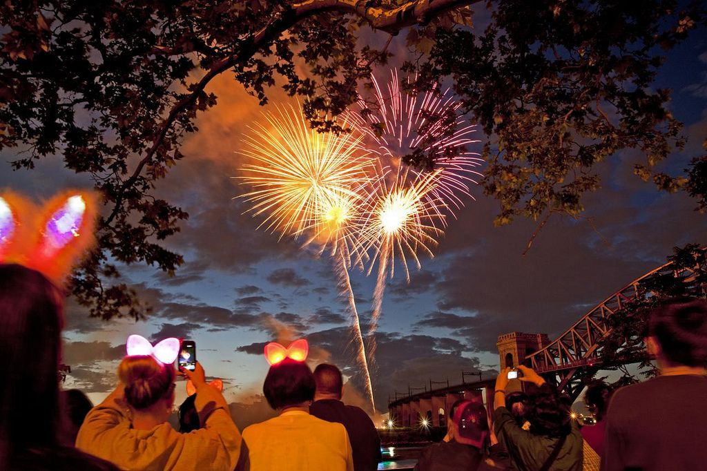 Fireworks over Portland, by Grucci