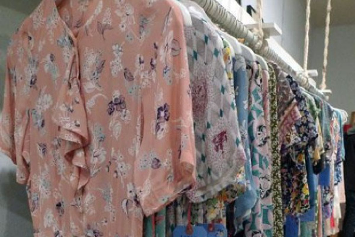 """Laura Ashley and Laura Ingalls had a love child in here. Image via <a href=""""http://blackburnandsweetzer.com/2009/11/18/shops-clothespins-chic-cozy-boutique-on-melrose/"""">Blackburn &amp; Sweetzer</a>."""