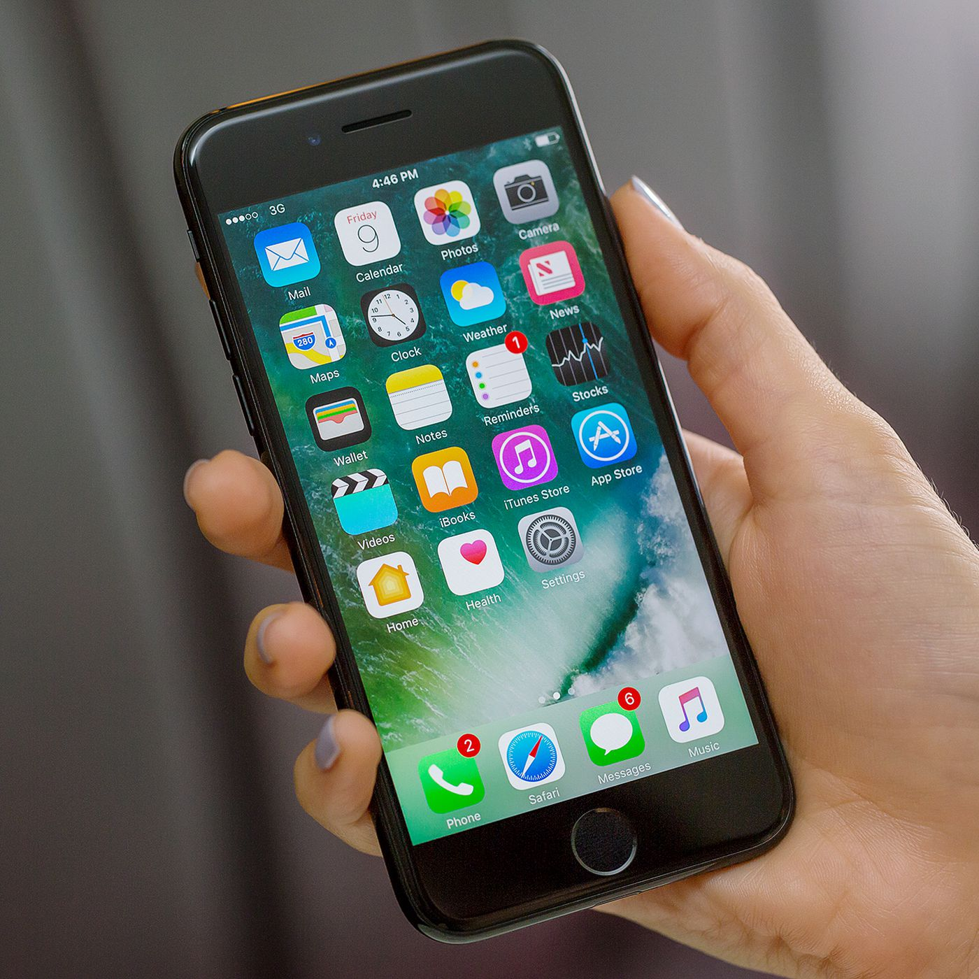 Apple leak shows how it decides to repair or replace iPhones