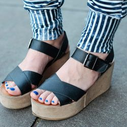 Big flatforms + stripey pants + blue toes = a bold look (in a good way)
