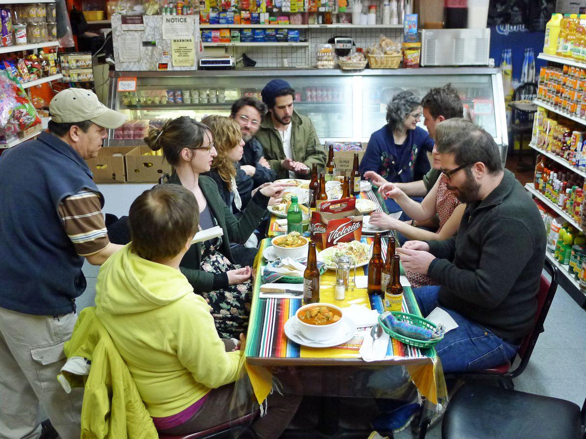 Guadalajara De Dia II bodega taqueria interior