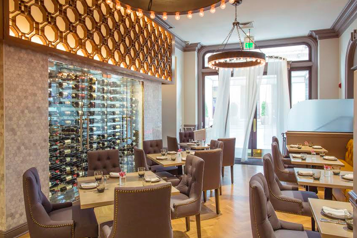 Main dining room at Aveline