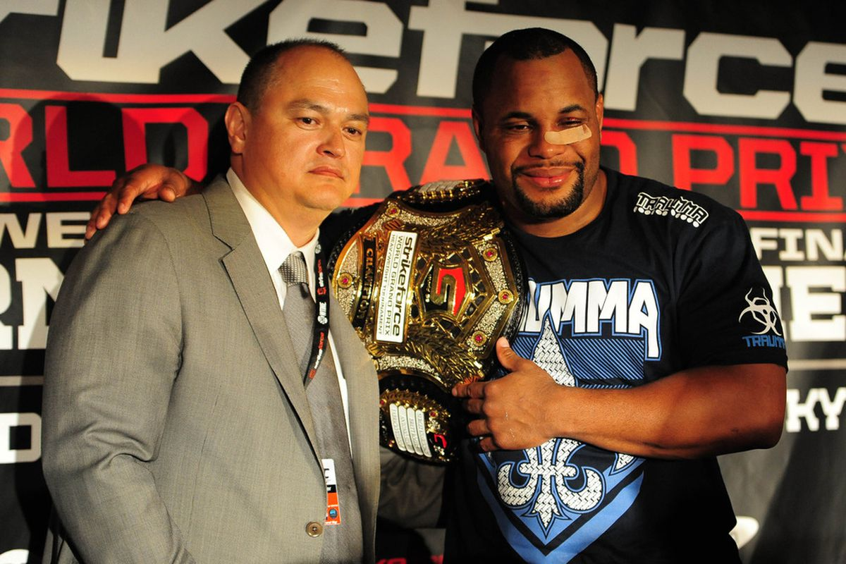 Daniel Cormier vs Josh Barnett fight photos gallery from ...