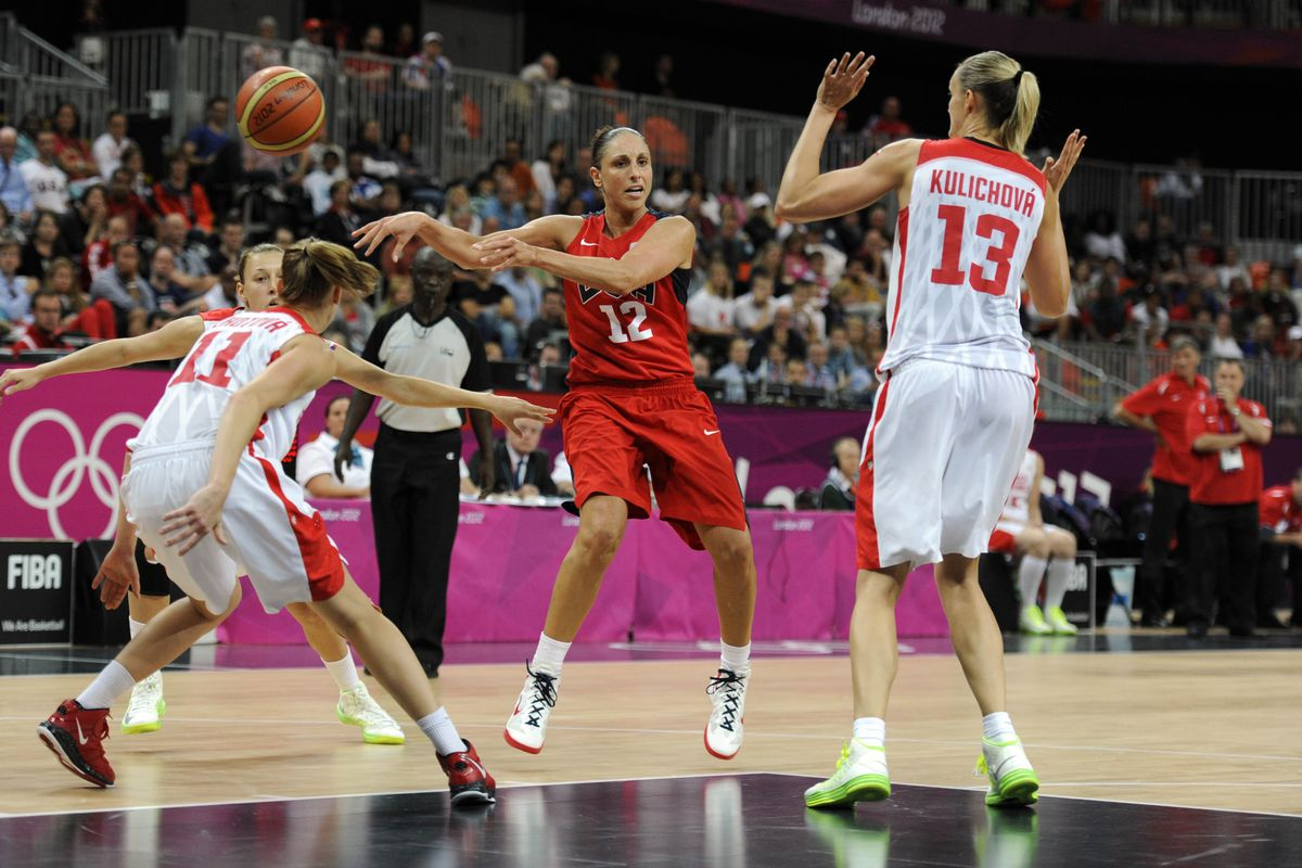 The opposition fears Taurasi's passing as much as her scoring.  Look at the player on the right and you'll see what I mean.