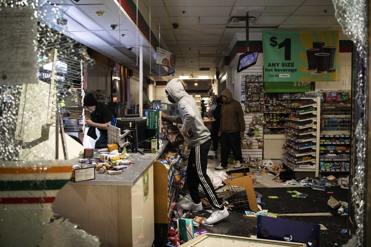 Protesters loot a 7-Eleven near Lake and Dearborn in the Loop as thousands in Chicago joined national outrage over the killing of George Floyd in Minneapolis police custody, Saturday afternoon, May 30, 2020.