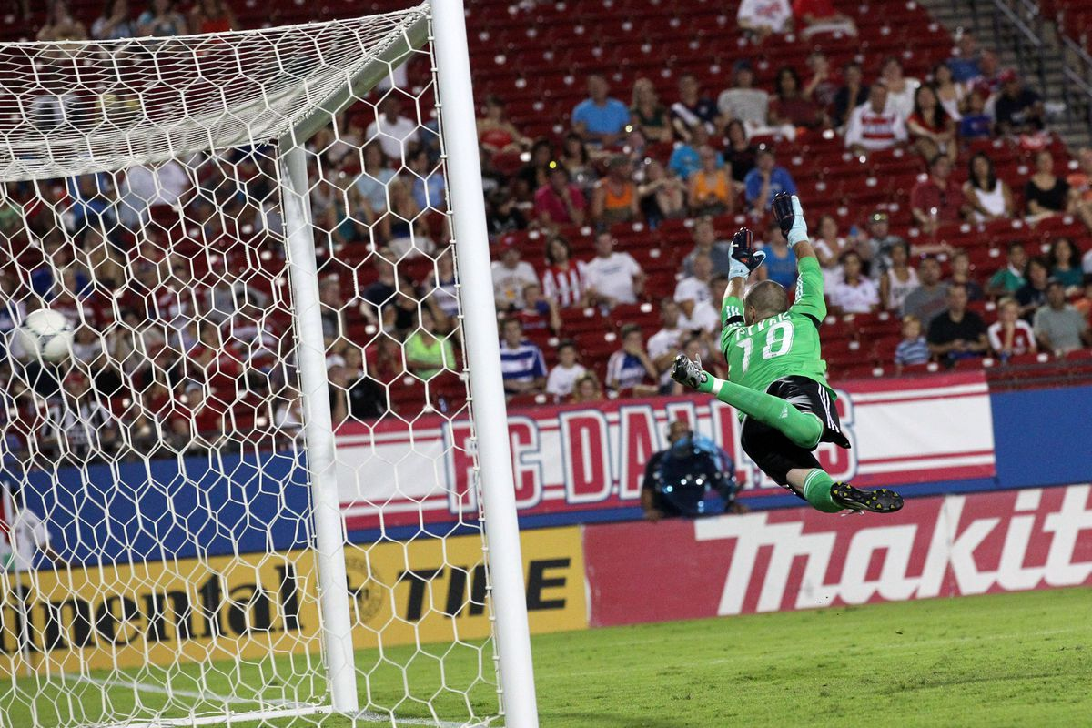 FRISCO, TX - AUGUST 11: Goal keeper Steward Ceus #31 of the Colorado Rapids dives and misses the goal by Jair Benitez #5 of FC Dallas runs past at FC Dallas Stadium on August 11, 2012 in Frisco, Texas. (Photo by Layne Murdoch/Getty Images)