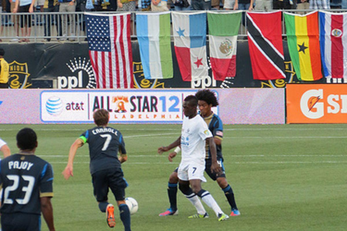 Porfirio Lopez defends as Brian Carroll runs over to provide help. (Photo courtesy of @Barbcvphilly)