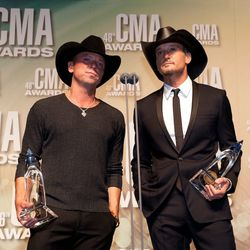 Allow Kenny Chesney and Tim McGraw to demonstrate the art of the black cowboy hat