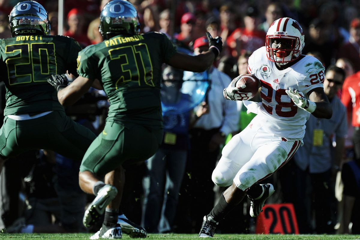 PASADENA, CA - JANUARY 02:  Running back Montee Ball #28 of the Wisconsin Badgers runs the ball in the first half against the Oregon Ducks at the 98th Rose Bowl Game on January 2, 2012 in Pasadena, California.  (Photo by Harry How/Getty Images)