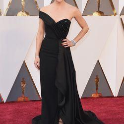 Presenter Jennifer Garner wears a one-shouldered Atelier Versace gown. Photo: Jason Merritt/Getty Images