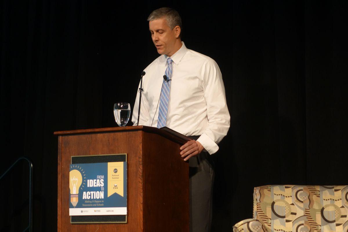 Duncan addresses the Education Writers Association.