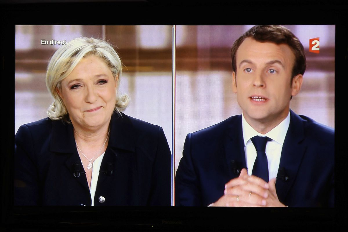 France elections 2017 live - A Television Screen Shows The Live Broadcast Of The French Presidential Debate With Emmanuel Macron Right And Far Right Candidate Marine Le Pen On May 3