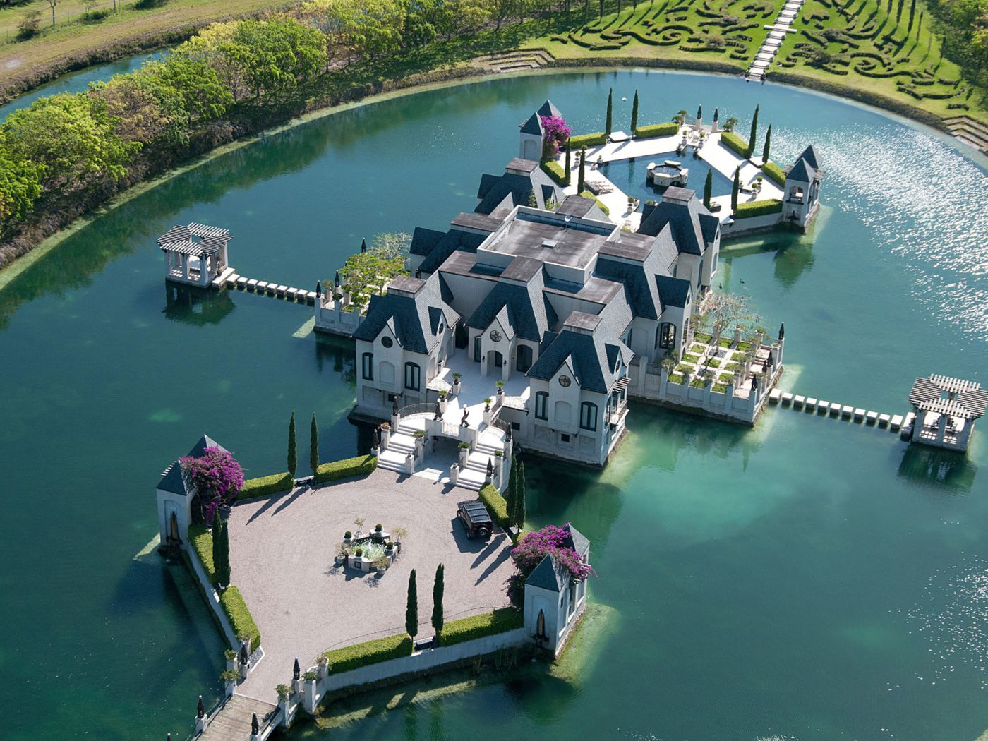 Tour the amazing 11m castle dwyane wade and gabrielle union were tour the amazing 11m castle dwyane wade and gabrielle union were married in curbed miami junglespirit Image collections