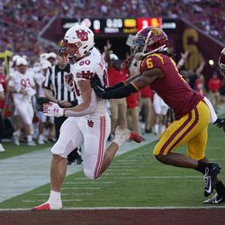 Utah tight end Brant Kuithe (80) scores a touchdown past Southern California cornerback Isaac Taylor-Stuart (6) during the first half of an NCAA college football game Saturday, Oct. 9, 2021, in Los Angeles.