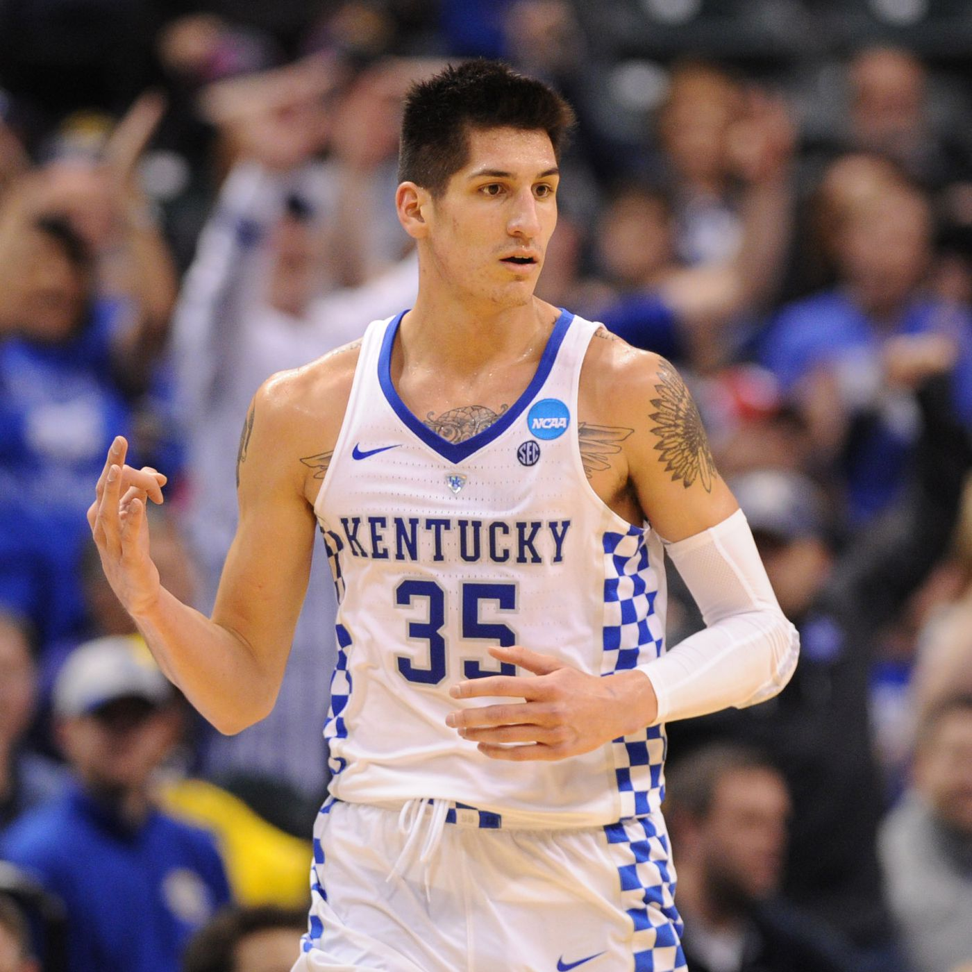 Derek Willis and his fiancee are staying with John Calipari - A ...