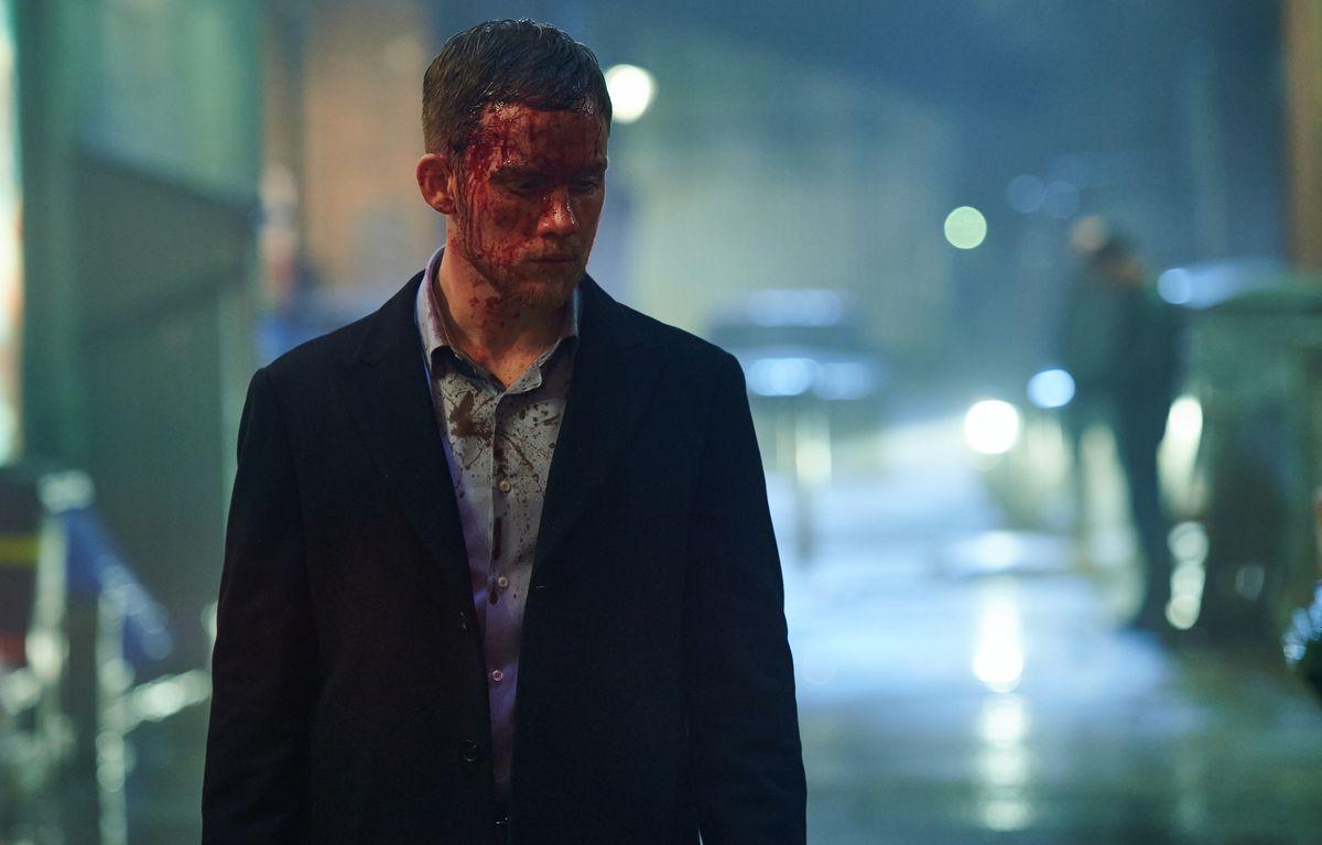 Joe Cole as Sean Wallace bloody in the face in Gangs of London