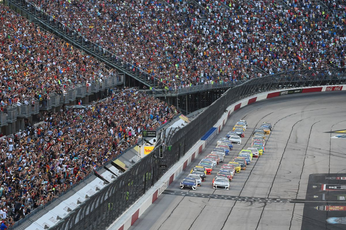 A general view of the start of the Bojangles' Southern 500 at Darlington Raceway.