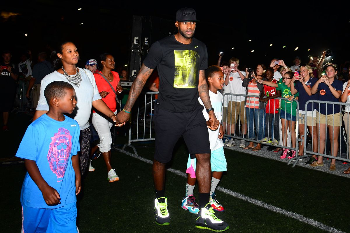 lebron james will pay for more than 1 000 kids to go to college