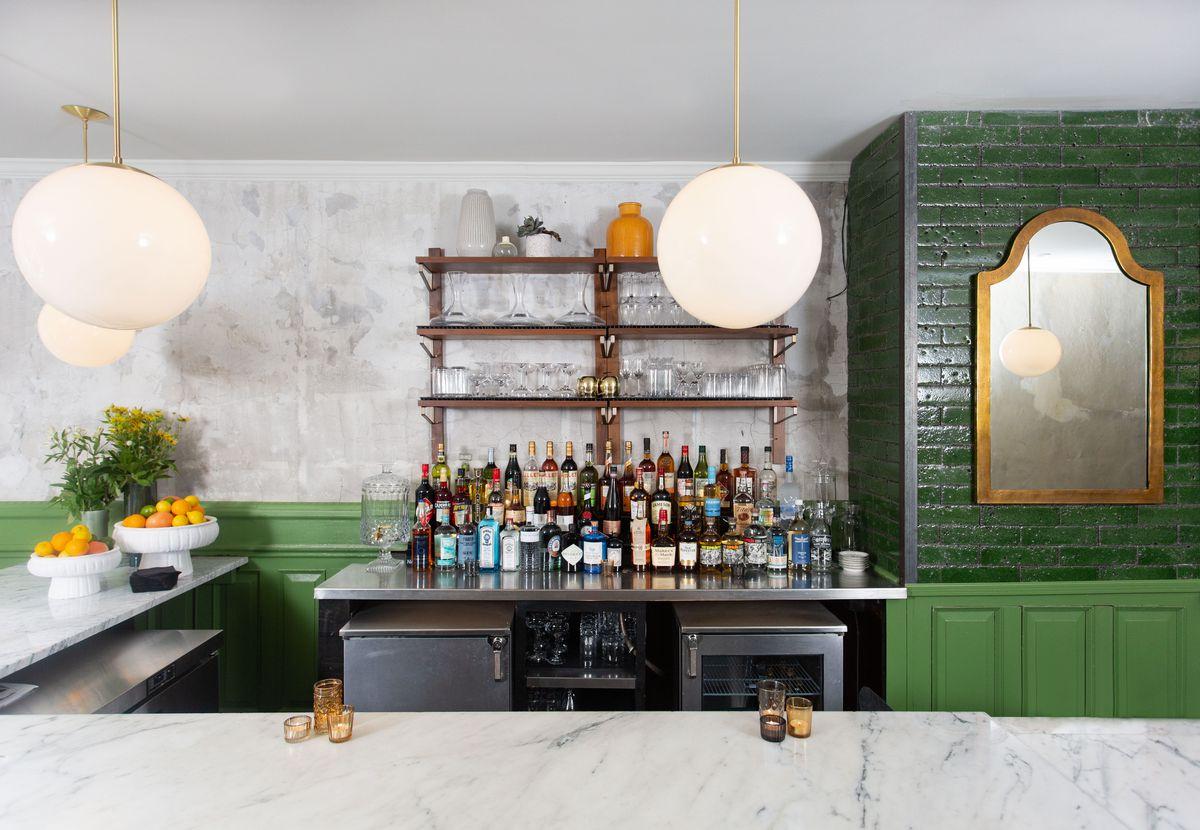 Forsythia's marble bar